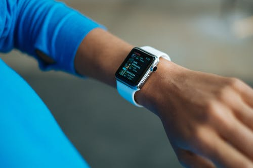 ¿Reloj-inteligente-Apple-o-Fitbit?